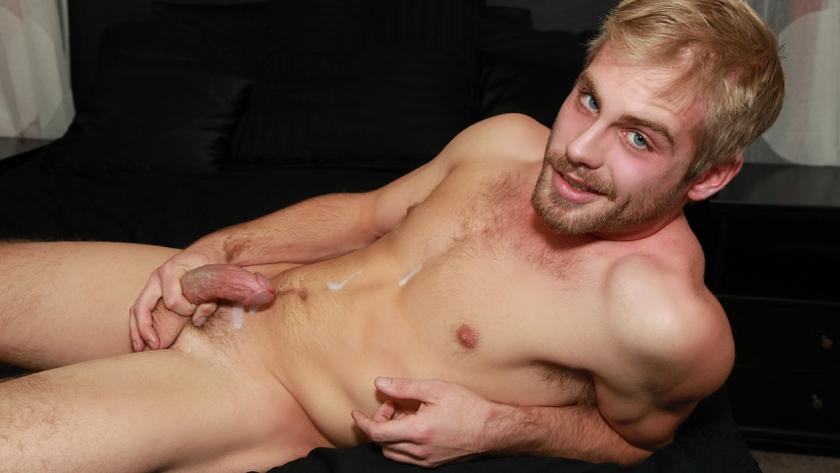 Newbie Tate Thompson jerks it in the BSB studio! The hot stud has a great laugh and better body. 