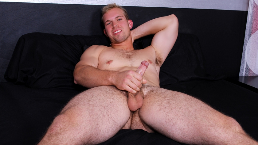 Newbie stud Vinnie Steel shakes his money maker for BSB! The stacked model is confident and sexy.  As he feels himself up, Vinnie stares right at the camera. He knows we want everything he's got. At  the end, his abs get a coat of white man milk!